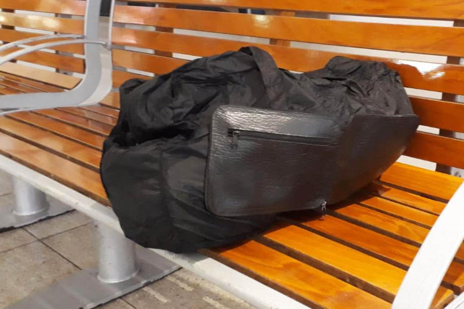Bei der Untersuchung stellte sich heraus: Die Tasche war prall gefüllt mit Backwaren.