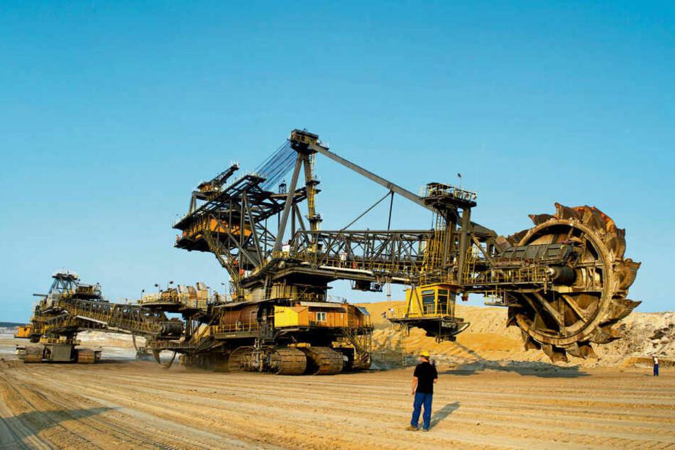 Ein Tagebau-Schaufelradbagger bei Weißwasser: Mit dem Aus für die Braunkohle steht die Lausitz vor einem gravierenden Strukturwandel.