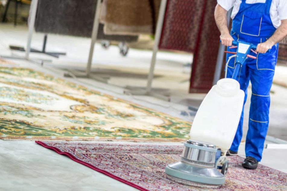 Für die Reinigung von Teppichen verlangten die Männer horrende Summen.