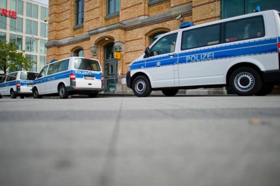 Anwohner hatten in der Nacht schwarz, gekleidete Vermummte beobachtet und die Beamten alarmiert. (Symbolbild)