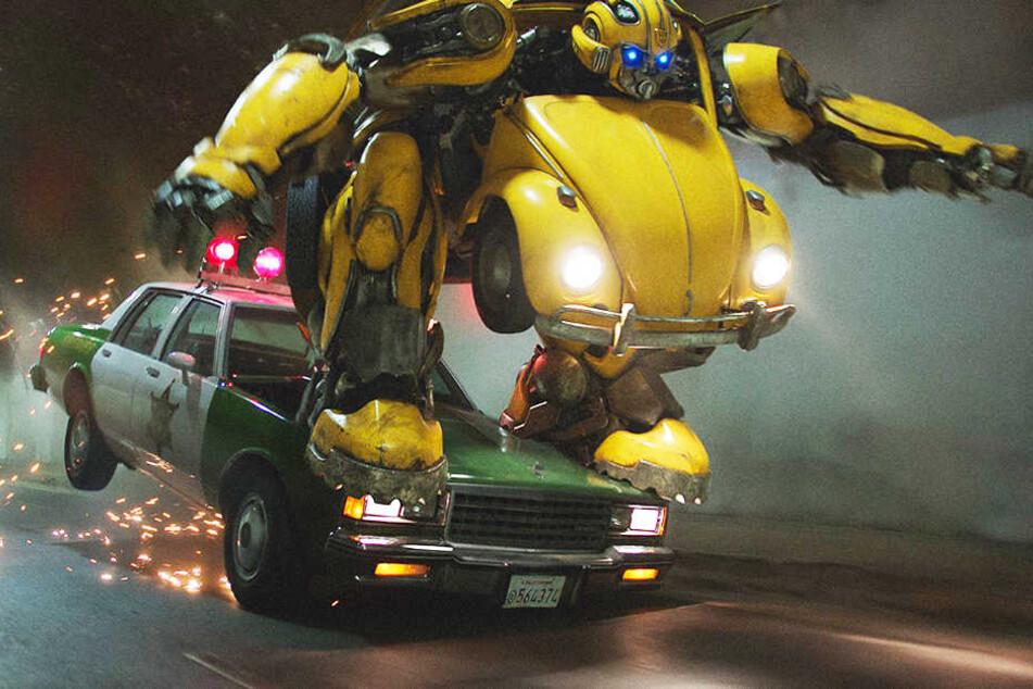 Action satt: Autobot Bumblebee muss sich sowohl gegen die bösen Decepticons behaupten, als auch gegen Agenten der US-Regierung.