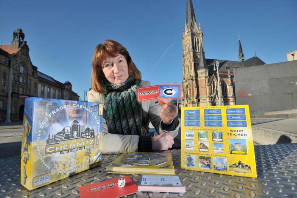 Gästeführerin Grit Linke (55) erarbeitete mit anderen Chemnitzern 280 Fragen  zur Stadt.