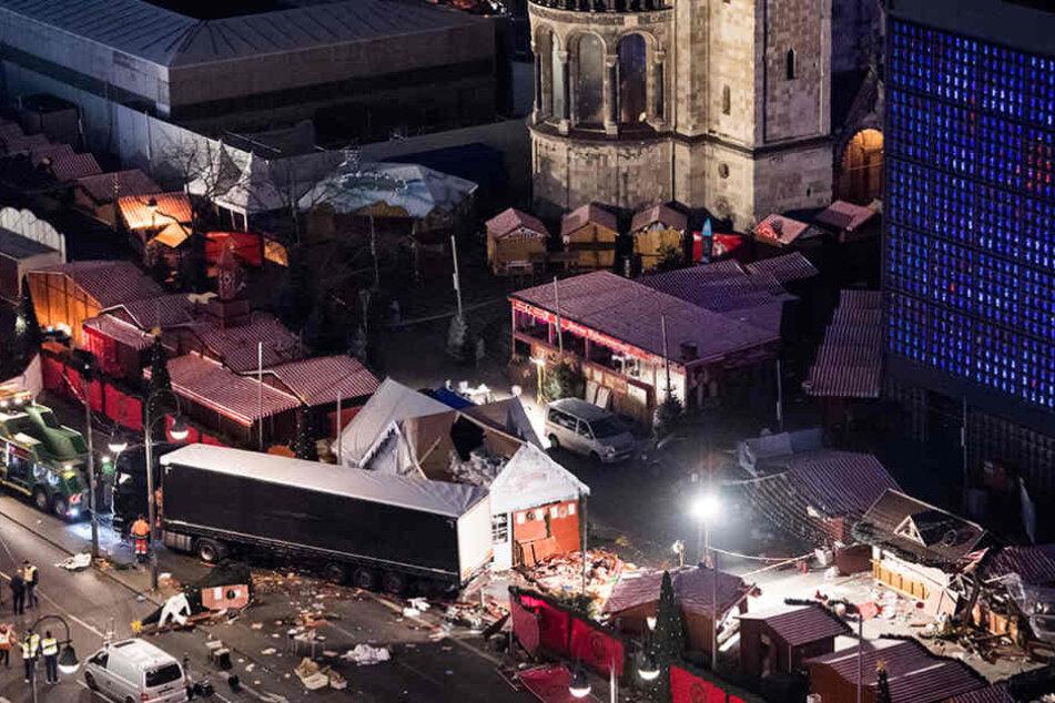 Im Dezember 2016 fuhr der Terrorist Anis Amri mit einen LKW über den Weihnachtsmarkt am Breitscheidplatz.
