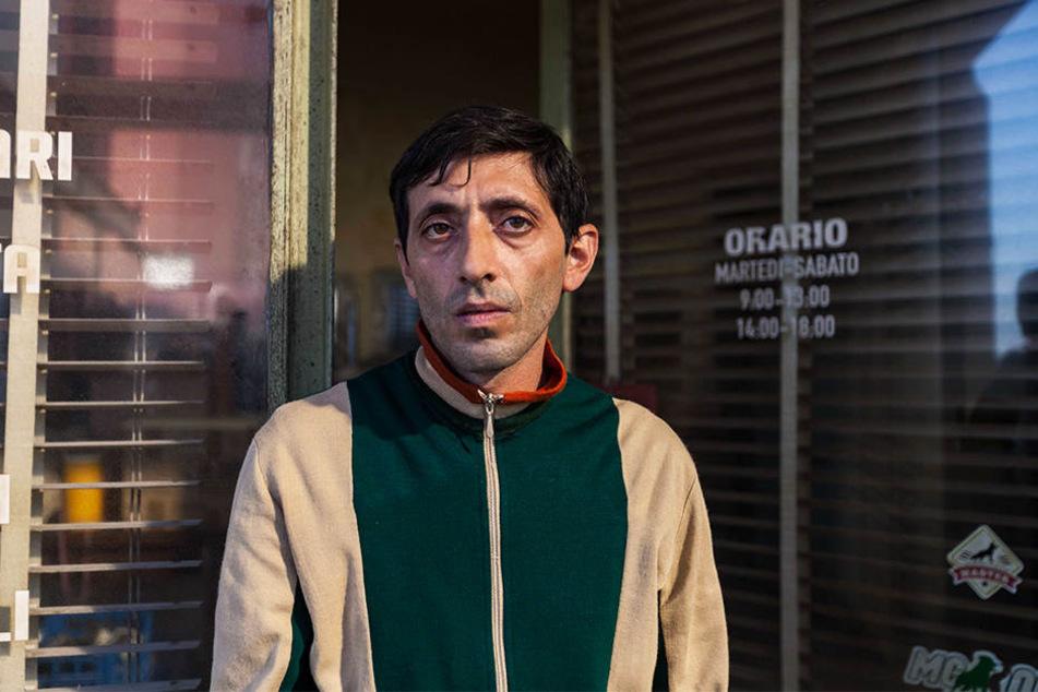 Marcello (Marcello Fonte) kommt mit seinem Gehalt als Hundefriseur nur gerade so über die Runden.