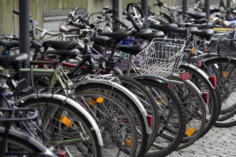 Die Täter flüchteten auf Fahrrädern (Symbolfoto).