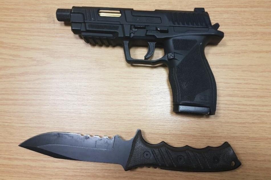 Diese Waffen wurden bei dem alkoholisierten 20-Jährigen gefunden.