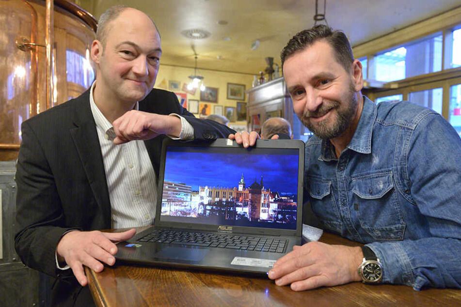 Freude am Laptop: Center-Manager Jörg Knöfel (49, l.) und André Donath (52) sind begeistert von den tollen Fotos der Chemnitzer.