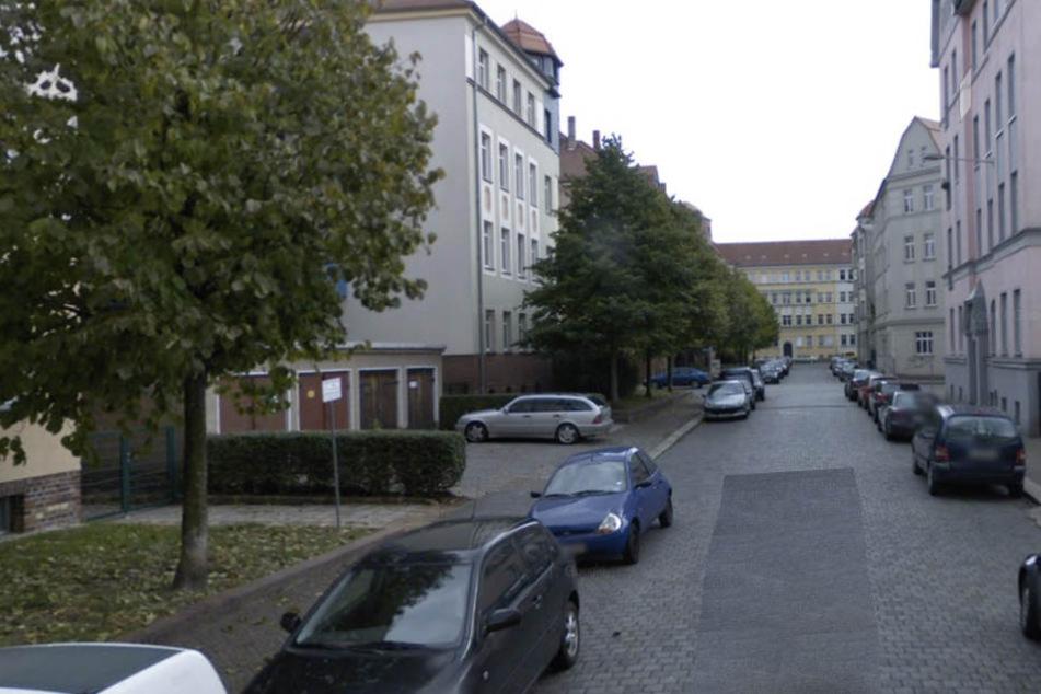 Auf dieser Straße im Stadtteil Abtnaundorf begegnete der 59-Jährige dem Lok-Trio.