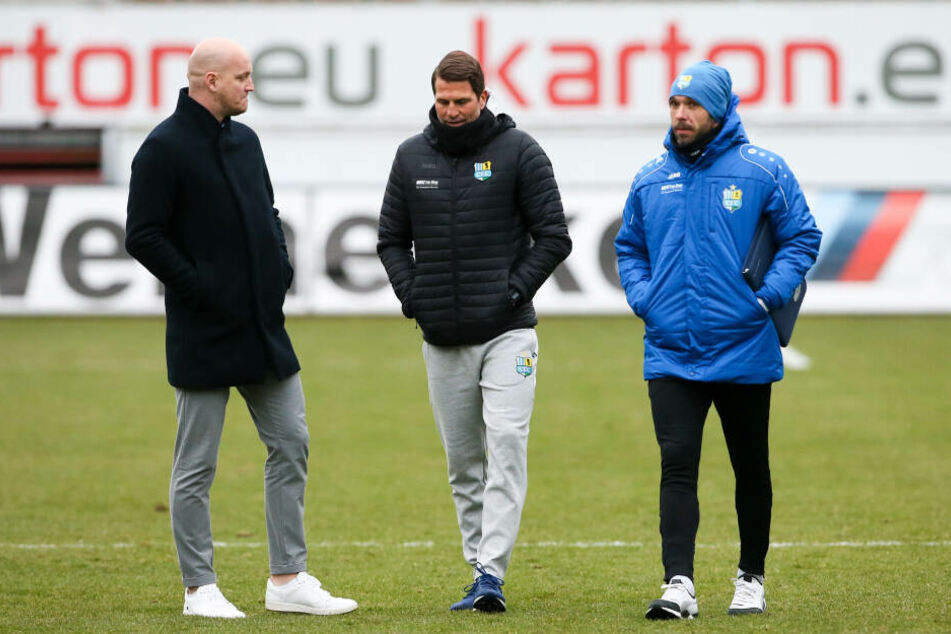 Sportdirektor Armin Causevic, Trainer Patrick Glöckner und Co Christian Tiffert hatten nach der verpatzten Generalprobe einigen Redebedarf.