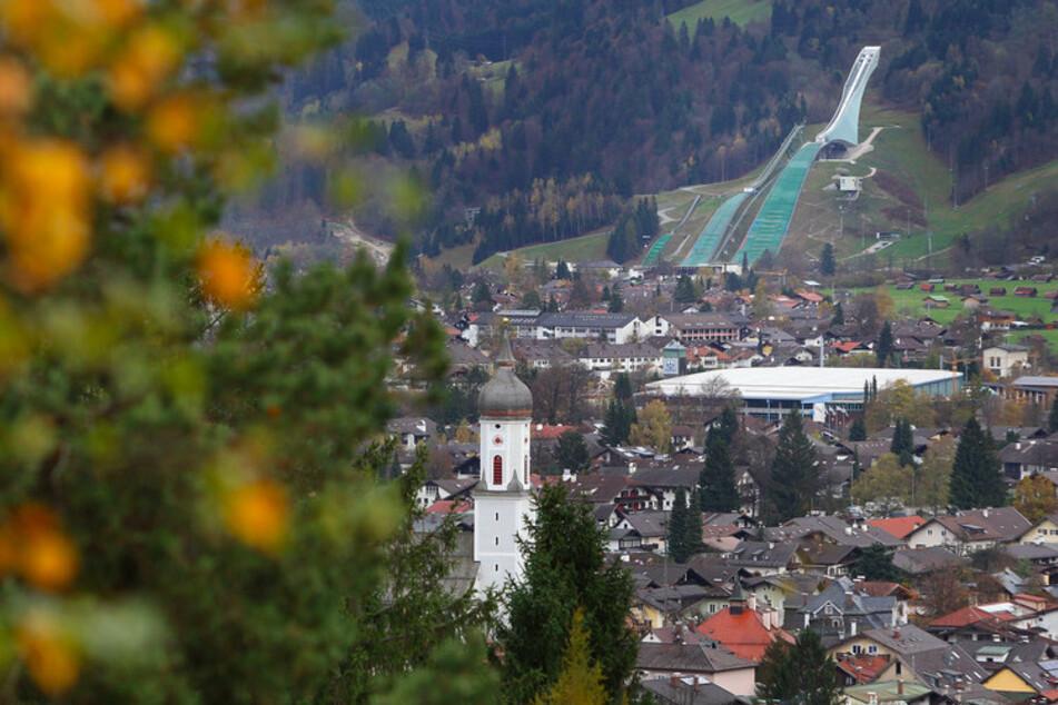 Blick auf Garmisch-Partenkirchen: Nach einem Corona-Ausbruch gelten hier wieder härtere Regeln.
