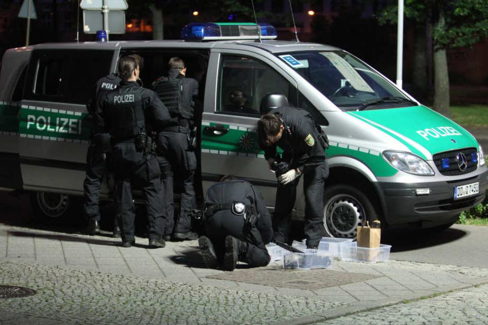 Eine vierköpfige Teenie-Gang hat in Leipzig-Plagwitz ziellos mit einer Waffe umher geschossen. (Symbolbild)