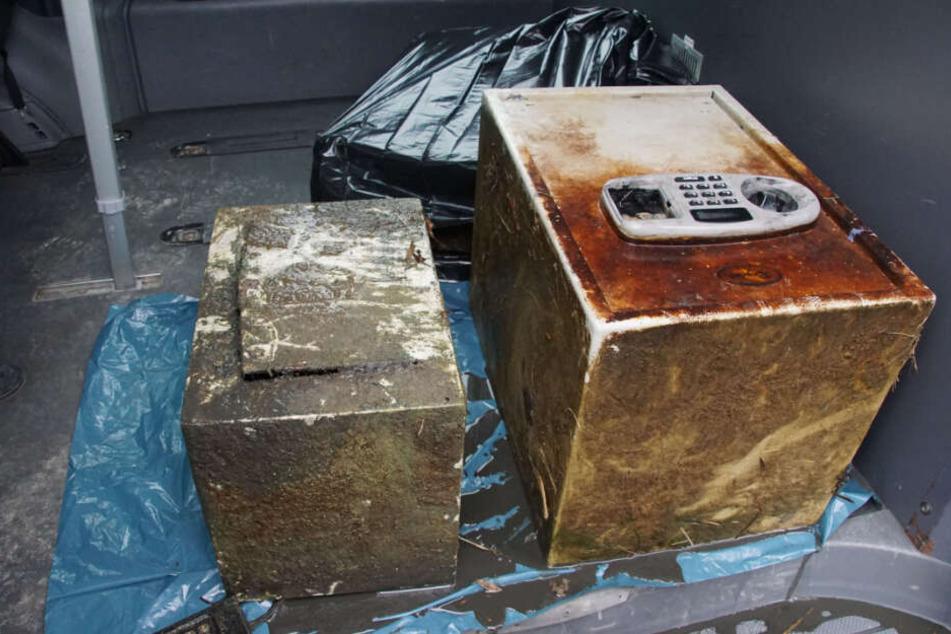 Die Geldkassette (links) bekamen die Täter auf, den Tresor nicht.