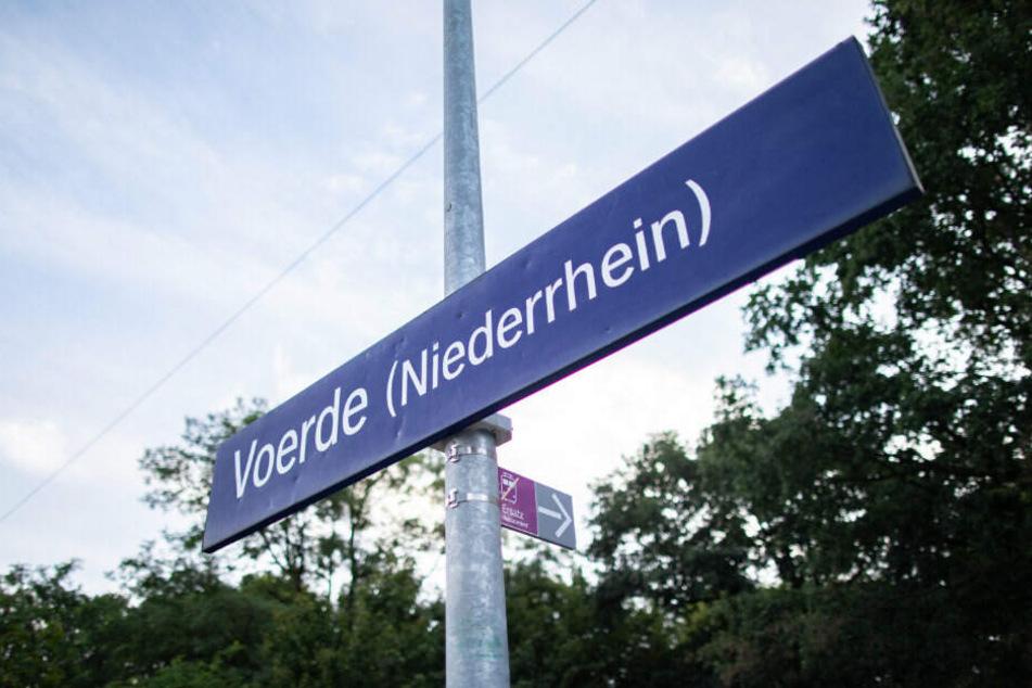 Bahnhof Voerde. Hier wurde eine Frau vor einen Zug gestoßen.
