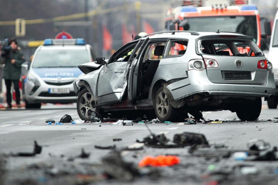 Am 15. März 2016 explodierte in Charlottenburg eine Autobombe an diesem VW und riss dessen Fahrer in den Tod.