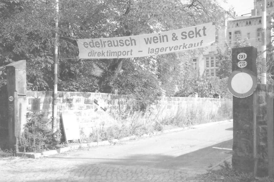Vor fast 20 Jahren ein echter Blickfang: das selbstgenähte Werbebanner an der Bautzner Straße 82 nahe des Diakonissenkrankenhauses.