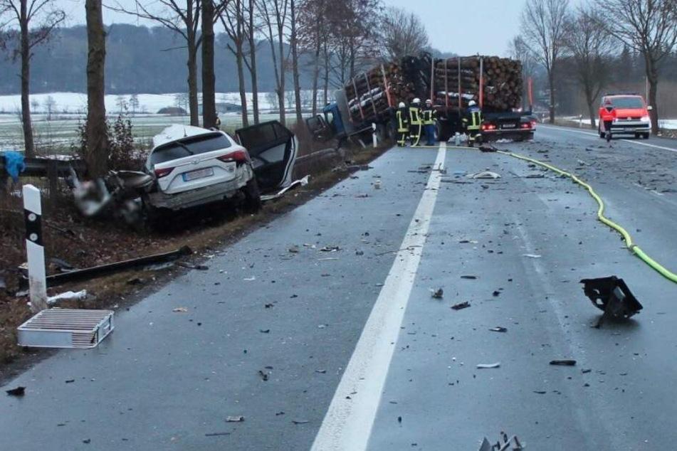Unfall mit Holz-Transporter endet für 31-Jährigen tödlich