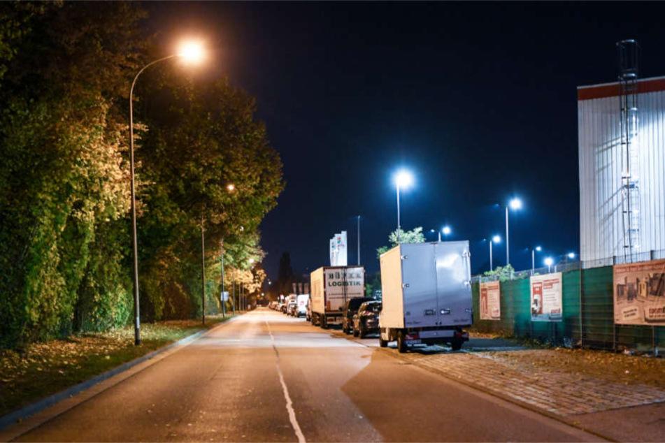 Eine Straße im Freiburger Industriegebiet Nord, hinter einem Disko-Areal.