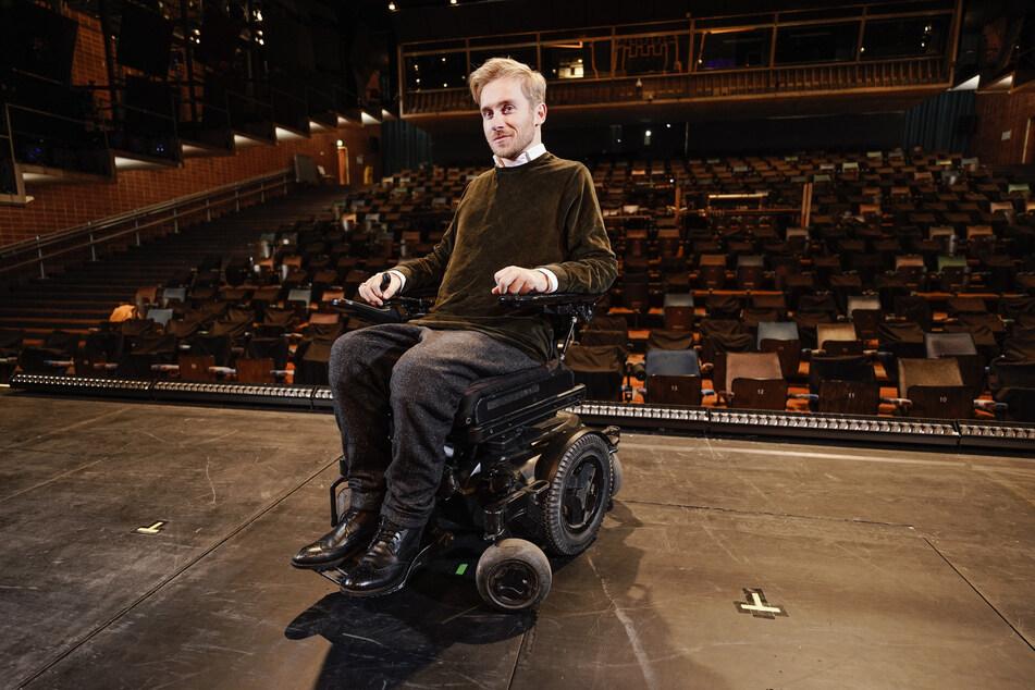 """Der Wunsch, Wettkönig bei """"Wetten, dass..?"""""""" zu werden, hat ihn beinahe das Leben gekostet. Samuel Koch (33) verletzte sich vor zehn Jahren bei einem Salto über ein fahrendes Auto schwer. Seitdem sitzt er im Rollstuhl."""