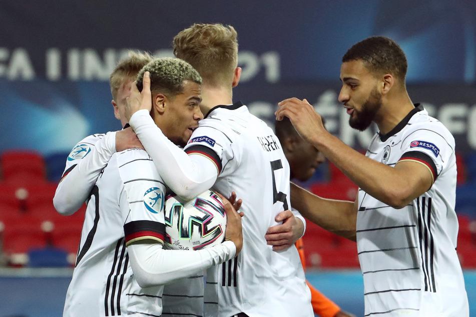 Josha Vagnoman (20, r.), Stammspieler des Hamburger SV, ist mit der deutschen U21 Europameister geworden.