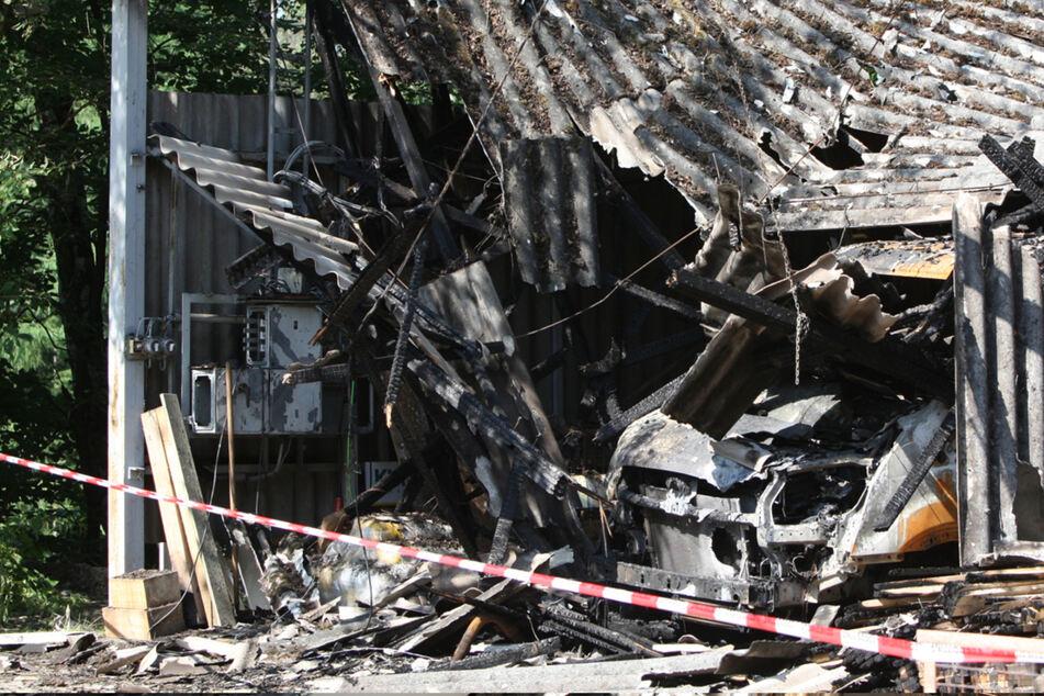 Lager südöstlich von Dresden brennt lichterloh: Fast 100.000 Euro Sachschaden