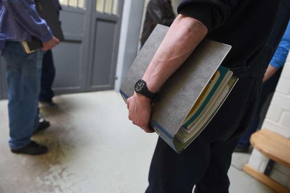 In den Justizvollzugsanstalten wird Gefangenen auch die Möglichkeit gegeben, einen Schul- oder Berufsabschluss zu machen.