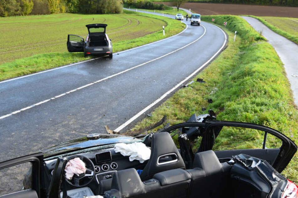 Der Mercedes (Vordergrund) erwischte erst den Transporter (rechts), dann den Fiat (Mitte).