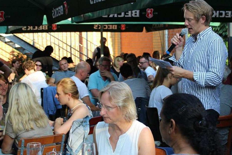 Simon Gosejohann  hat am Freitagabend das Kneipenquiz in Gütersloh moderiert.