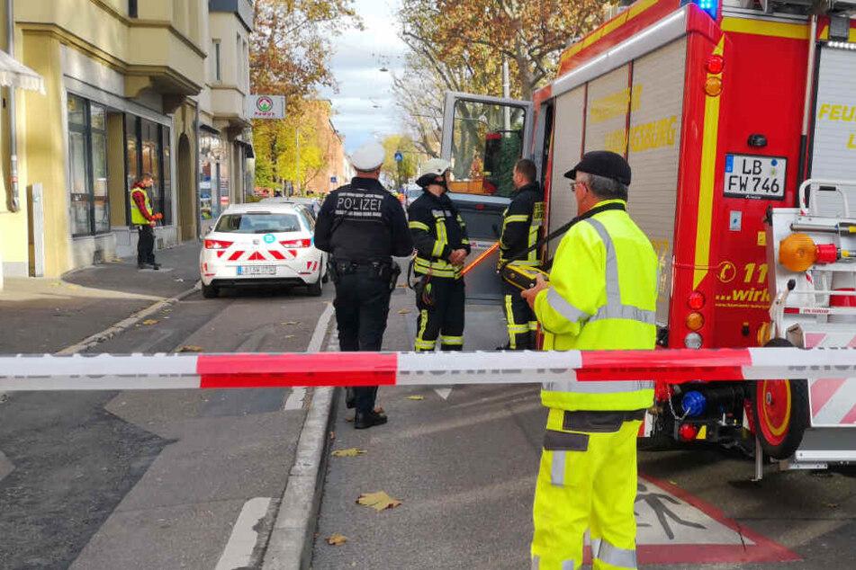Bagger beschädigt Gasleitung in Ludwigsburg: Evakuierung läuft!