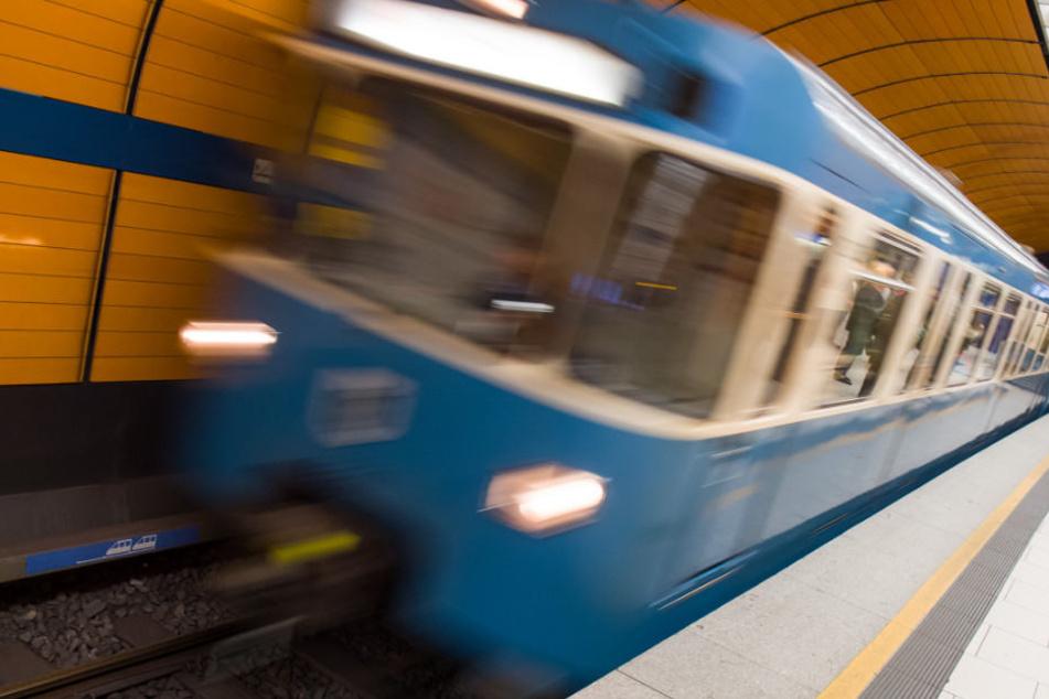 Zwischen der Wendeschleife und dem U-Bahnhof Großhadern verging sich der U-Bahnfahrer angeblich an der jungen Frau. (Symbolbild)