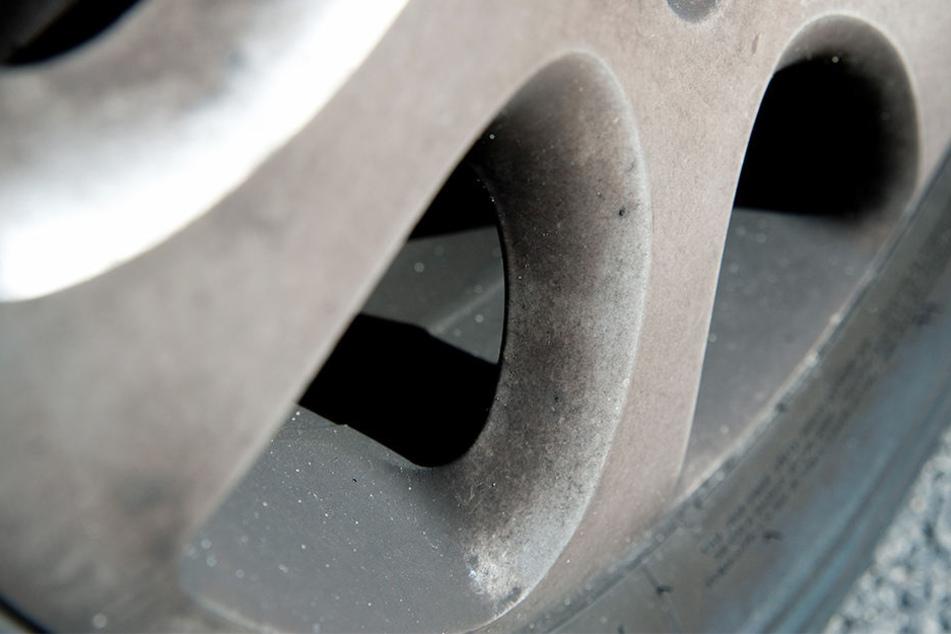 Einbruch in Autohaus: Diebe klauen fabrikneue Alu-Felgen