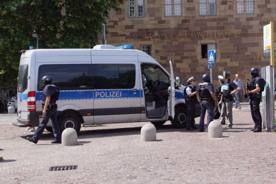 Zahlreiche Einsatzkräfte waren auf dem Schlossplatz unterwegs.