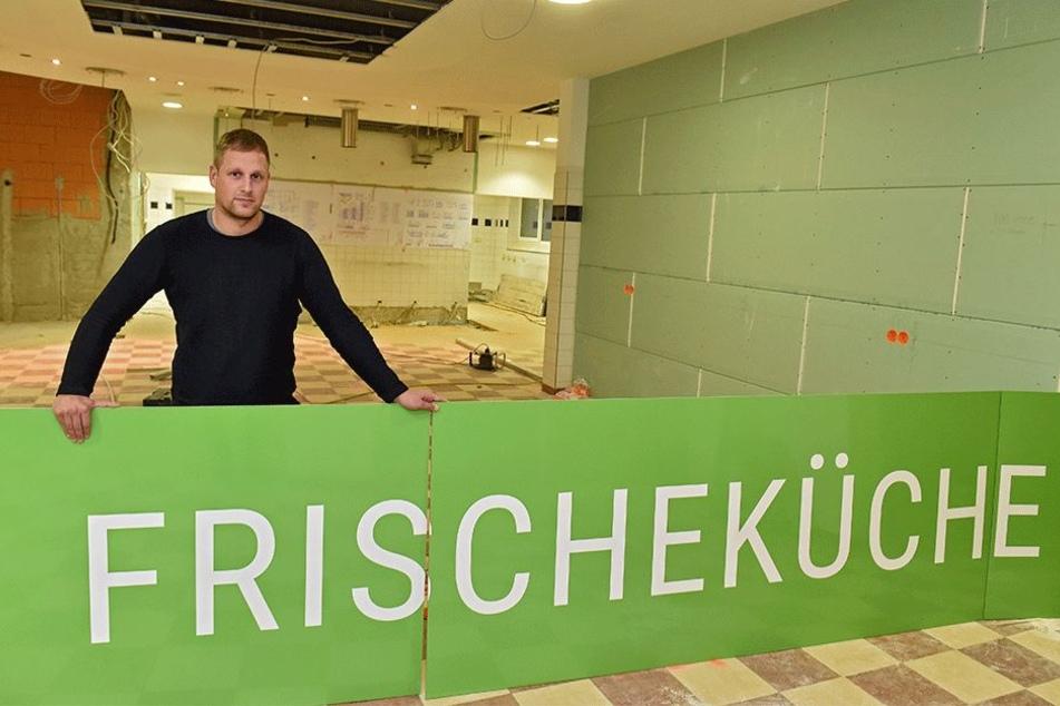 Dort wo Oliver Lorenz (31) steht, wird bald die moderne Frischeküche eingebaut.