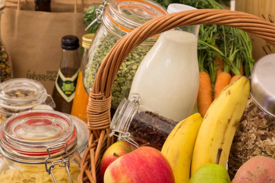 Hier kommt Frisches nicht in die Tüte! Zum Einkaufen bringt man eigene Behälter und Gläser mit, die Ware wird direkt abgefüllt.