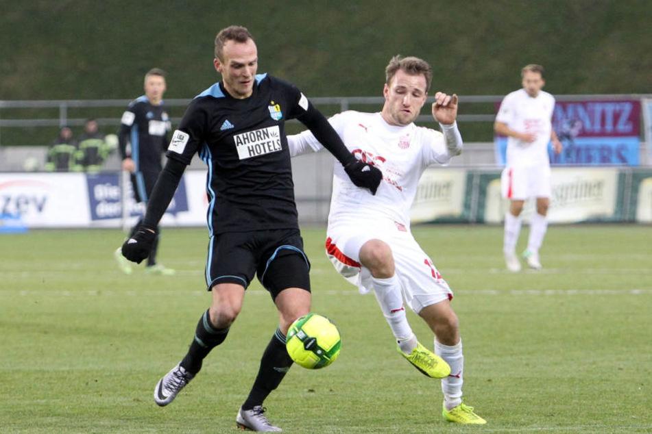 Julius Reinhardt und Mike Könnecke im Dezember beim Westsachsenderby, bei dem der FSV 3:2 gegen den CFC gewonnen hat.