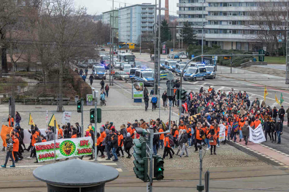 """Chemnitz nazifrei demonstrierte unter dem Motto """"Orange is the new block""""."""