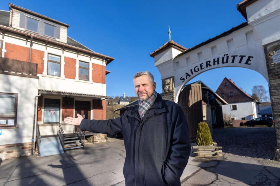 Weil ihn die Kunsthandwerker in der Saigerhütte nicht haben wollten, kaufte Firmen-Chef Frank Sajuns (56) jetzt die Villa daneben.