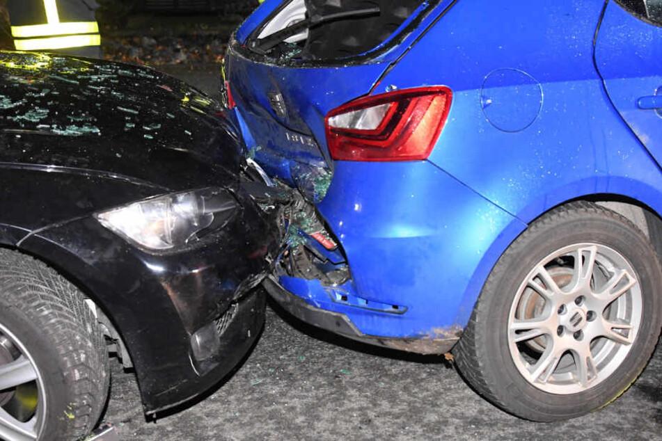 An beiden Wagen entstand ein enormer Schaden.