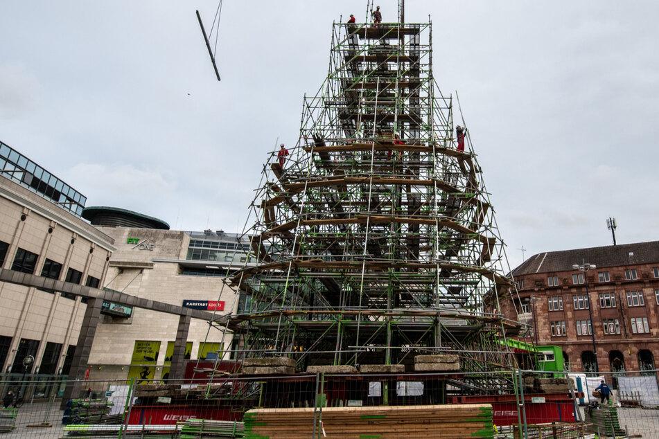 Dortmund baut weltgrößten Weihnachtsbaum auf