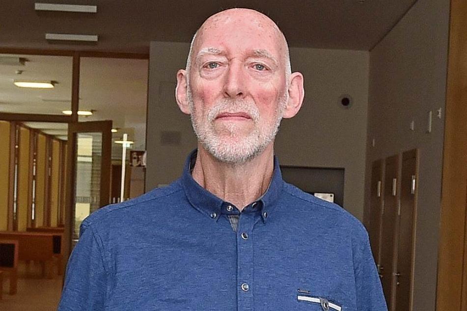 Günther H. (73) musste beim Wahlkampf für die AfD schwer einstecken, wurde am Info-Stand körperlich attackiert.