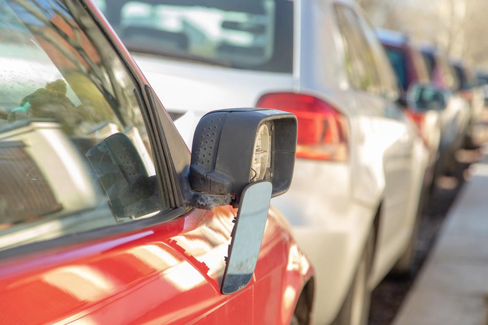 In Hohenstein-Ernstthal wurden weitere Autos beschädigt. Auch Seitenspiegel wurden abgetreten.