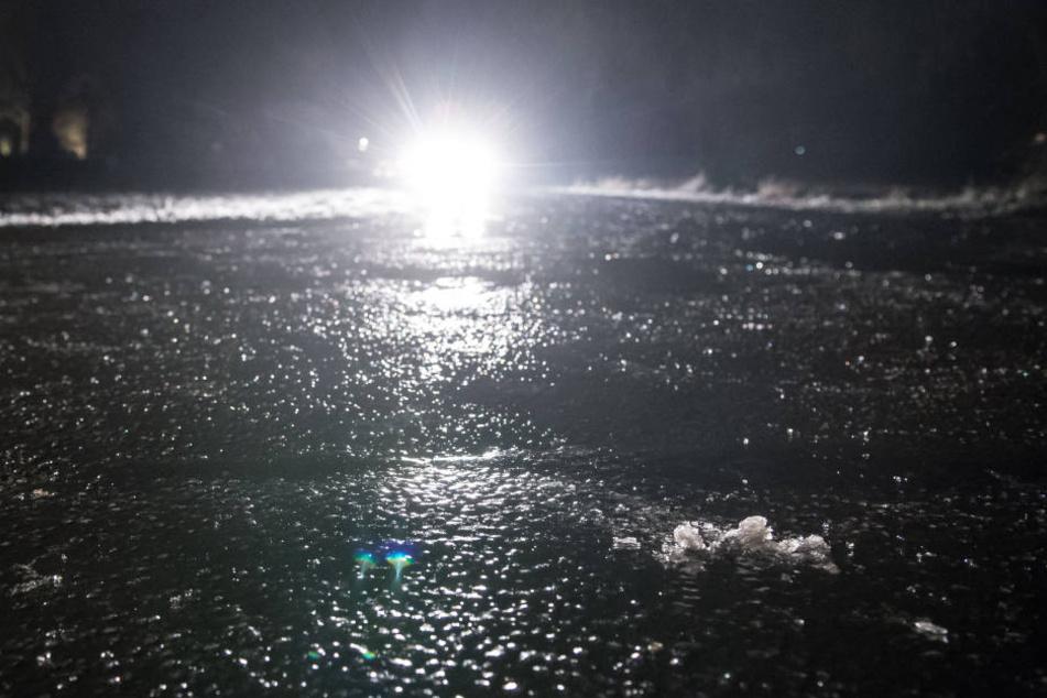 Schwerer Blitzeis-Crash auf der A1: Eine Person schwebt in Lebensgefahr