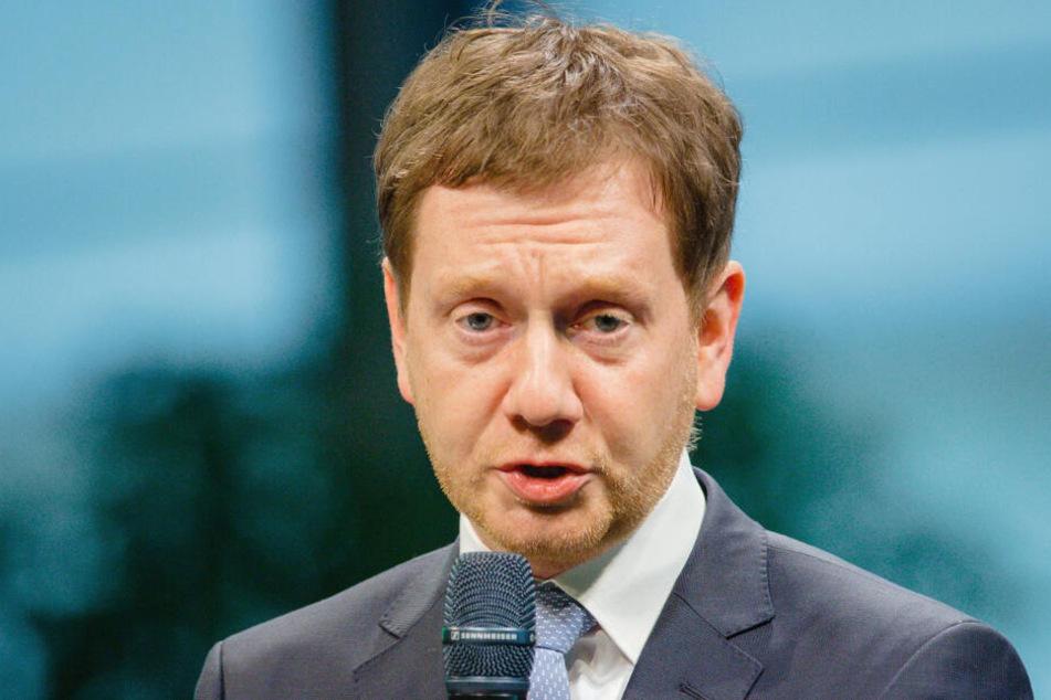 Sachsens Ministerpräsident Michael Kretschmer (43, CDU) will Sachsens Kommunen bei der Digitalisierung ihrer Verwaltung helfen.