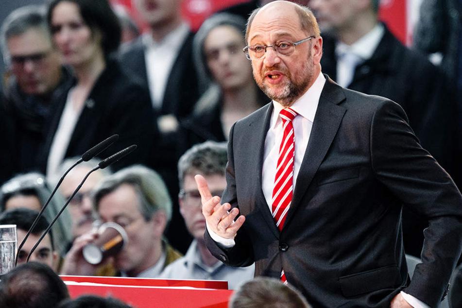 Martin Schulz (61, SPD) diskutiert in Bielefeld über die Arbeitsbedingungen der Zukunft.