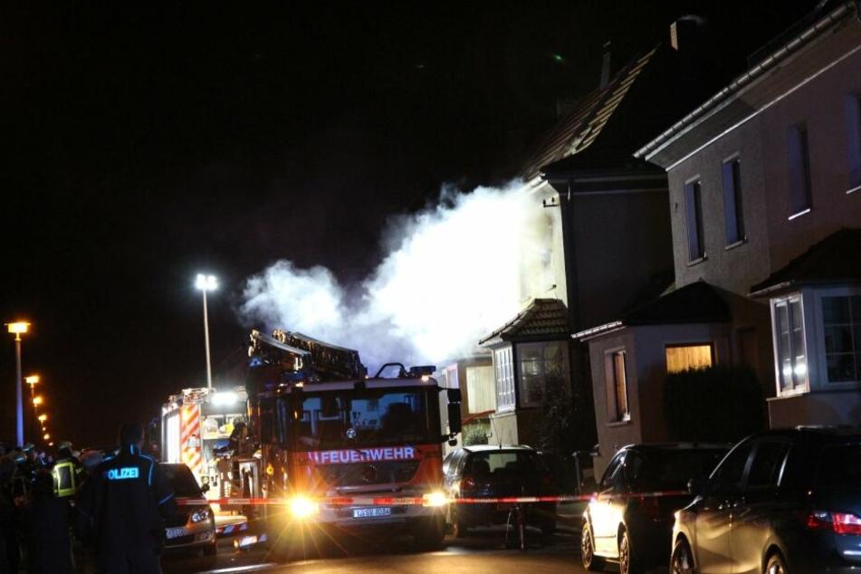 Weißer Rauch überall: Feuer bricht in Leipziger Einfamilienhaus aus