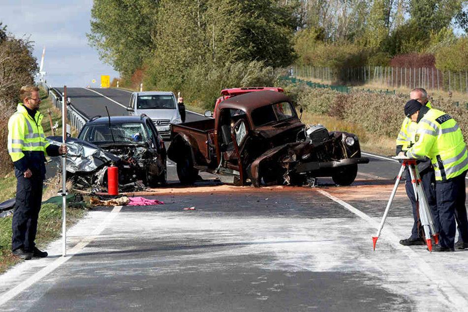 An der Unfallstelle musste die Bundesstraße 169 vollgesperrt werden.