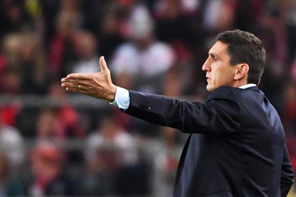 Steht mit dem VfB vor schweren Wochen: Trainer Tayfun Korkut.