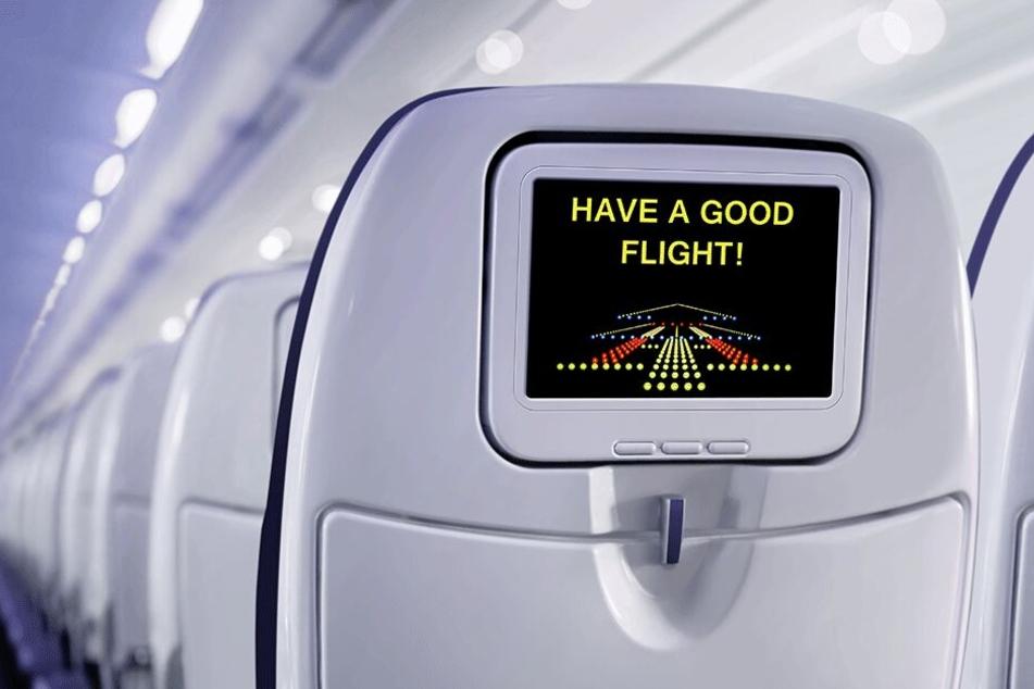 Die Identität des Passagiers, der den Bildschirm im Flugzeug mit dem Fuß benutzte, blieb unbekannt.