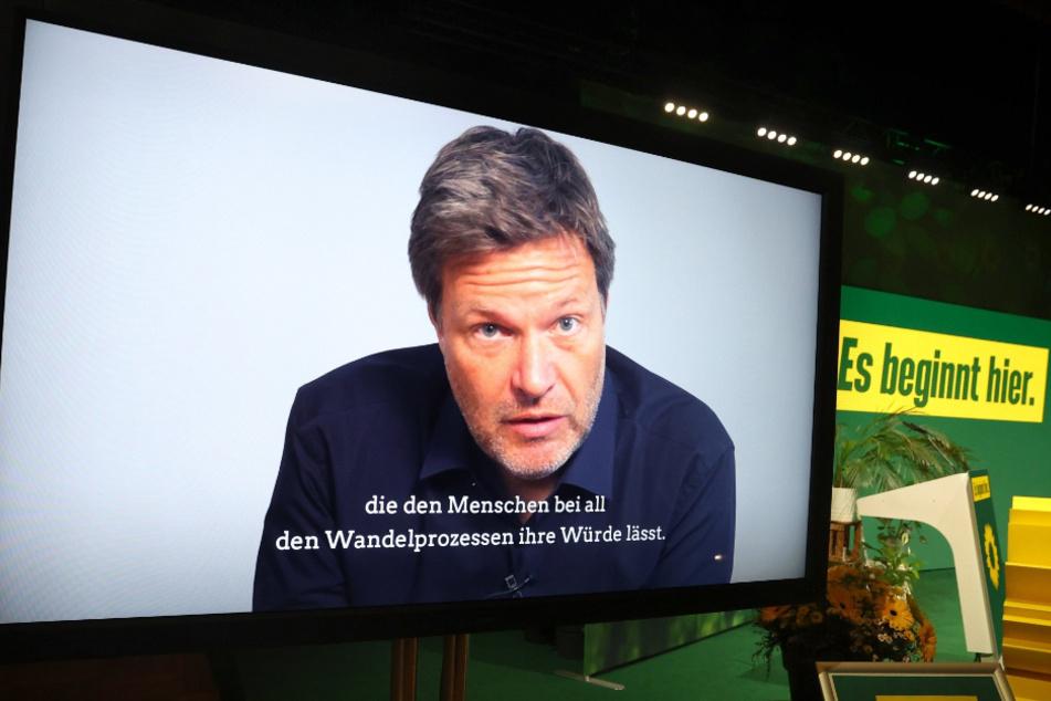 Die Rede von Robert Habeck (51), Bundesvorsitzender Bündnis 90/Die Grünen, wird beim Landesparteitag der bayerischen Grünen digital übertragen.