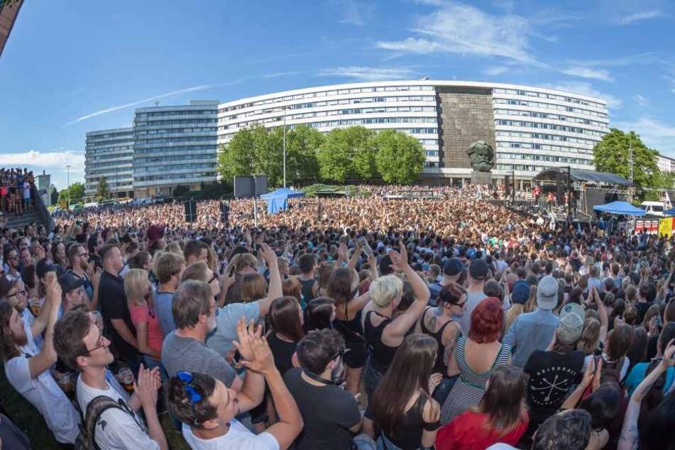 Am 11.06. rockten Kraftklub die Brückenstraße.