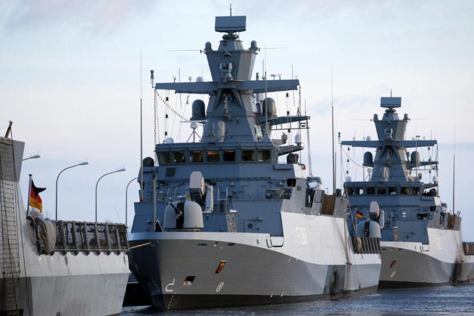 """Die Korvette """"Oldenburg"""" liegt mit anderen Kriegsschiffen im Hafen. (Archivbild)"""